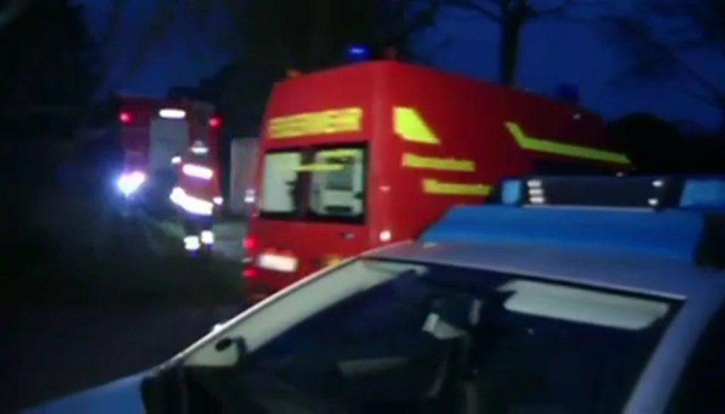 Frau wird bei Unfall lebensgefährlich verletzt: Betrunkener Fahrer fährt weiter nach Hause