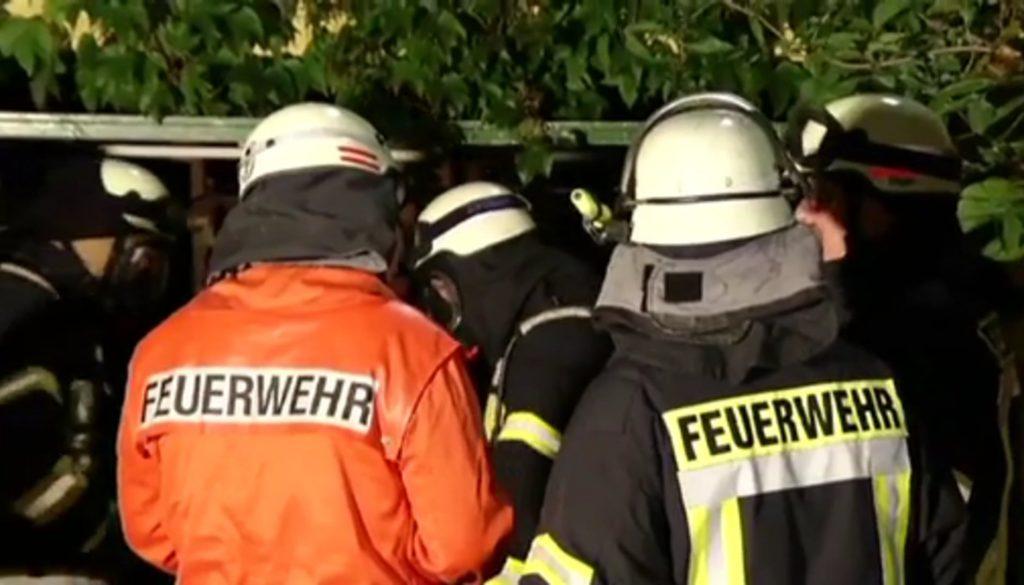 Anbau in Flammen - Feuerwehr verhindert Wohnhausbrand
