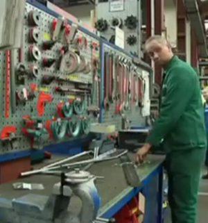 MinT-Mädchen zu Gast bei der Neuenhauser Maschinenfabrik