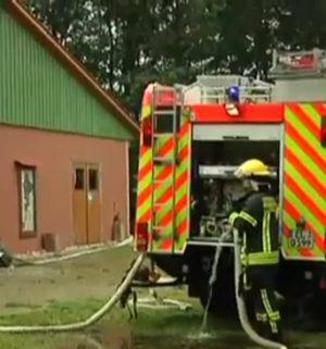 120 Feuerwehrleute löschen Brand auf Bauernhof