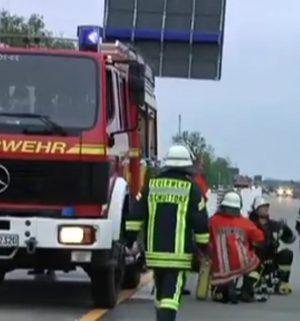 Geländewagen brennt auf der A 30