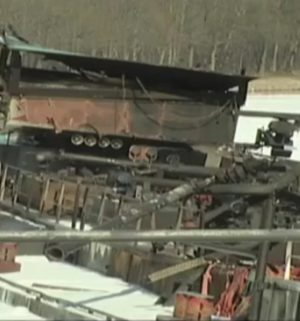 Ein Jahr nach der Tankerexplosion bleiben Fragen offen.