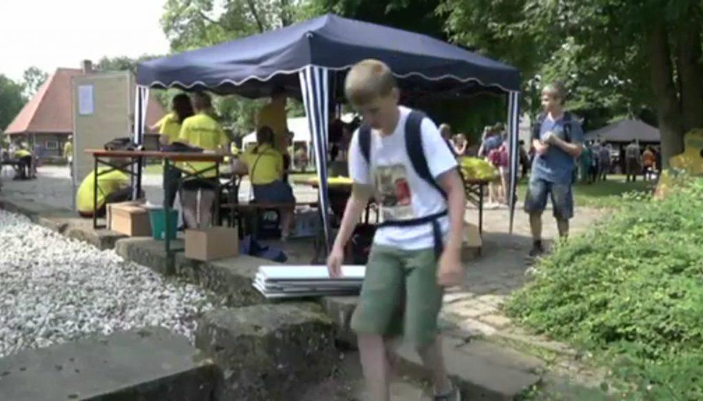 Hunderte Konfirmanden treffen sich am Kloster Frenswegen
