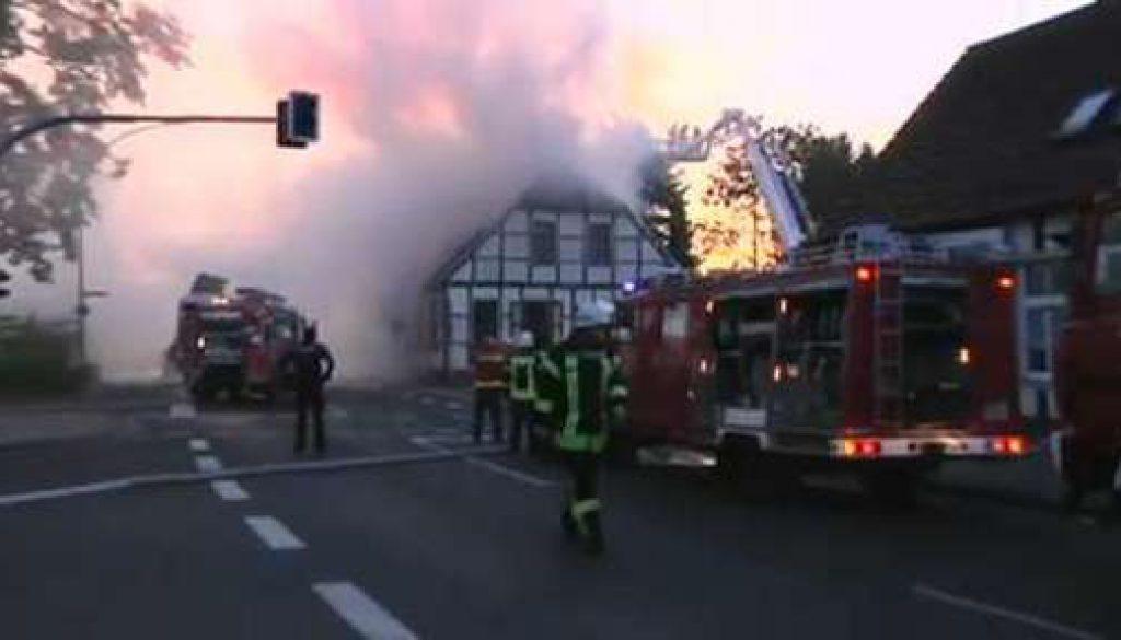 Feuer zerstört historisches Haus in Schapen