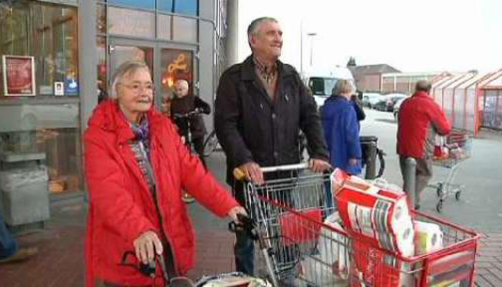 """""""Mobiler Einkaufswagen"""" hilft Senioren beim Einkaufen"""