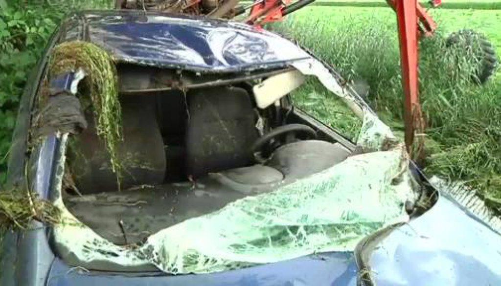 Auto aus Graben geborgen