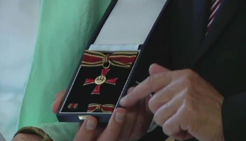 Haselünnerin mit Bundesverdienstkreuz ausgezeichnet
