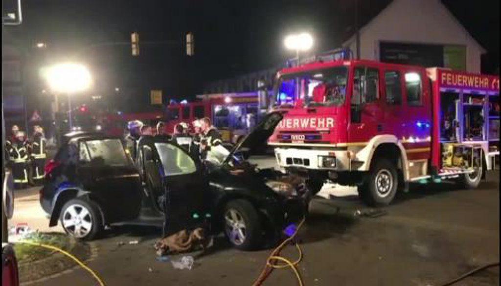 Feuerwehrfahrzeug verunglückt nach Großeinsatz