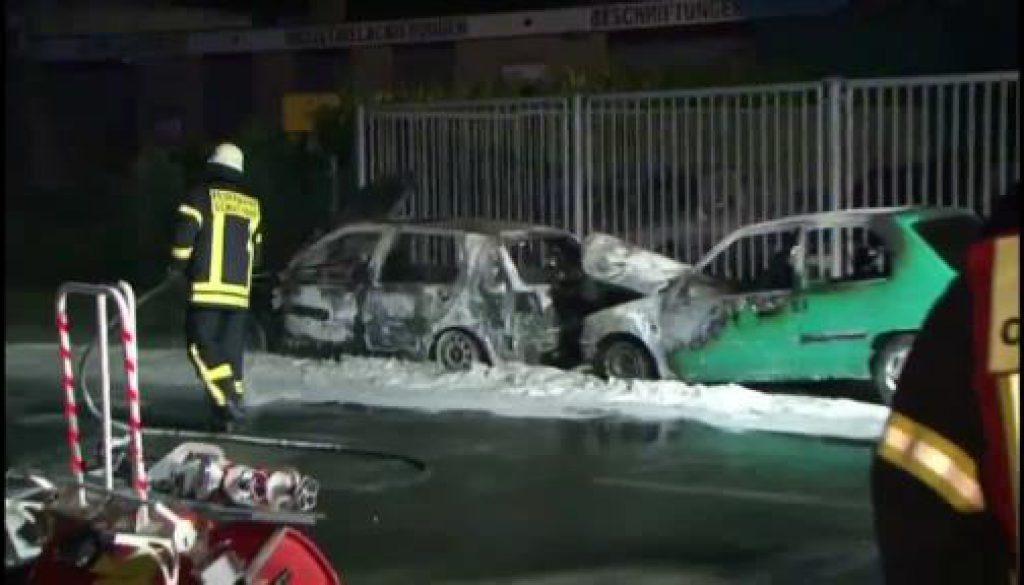 Zwei Autos brennen in Schüttorf aus