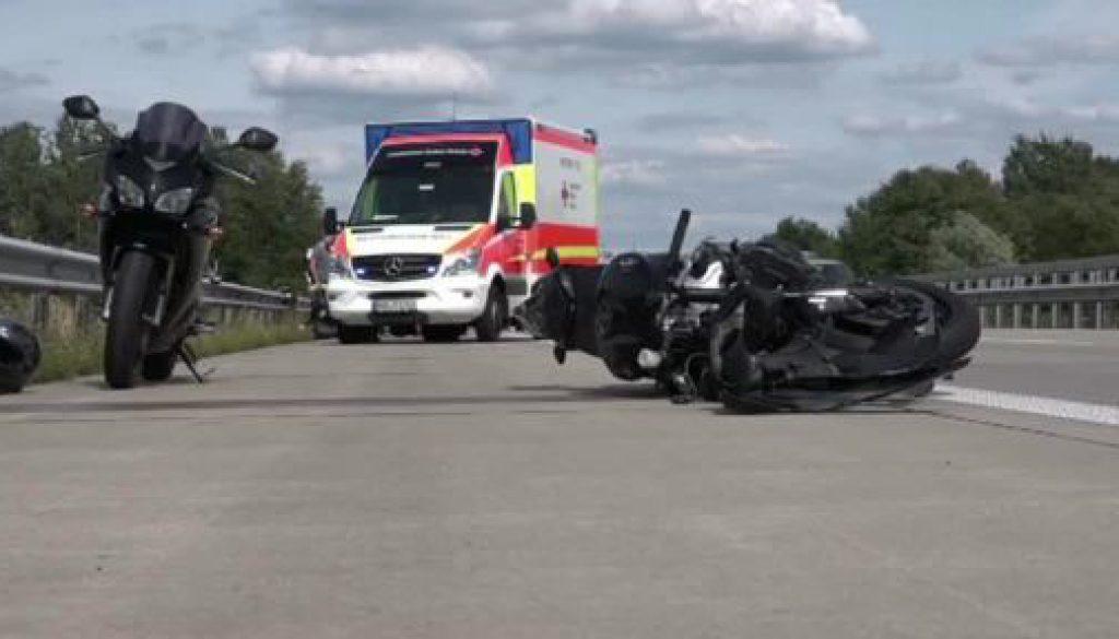 23-Jähriger bei Motorradunfall lebensgefährlich verletzt