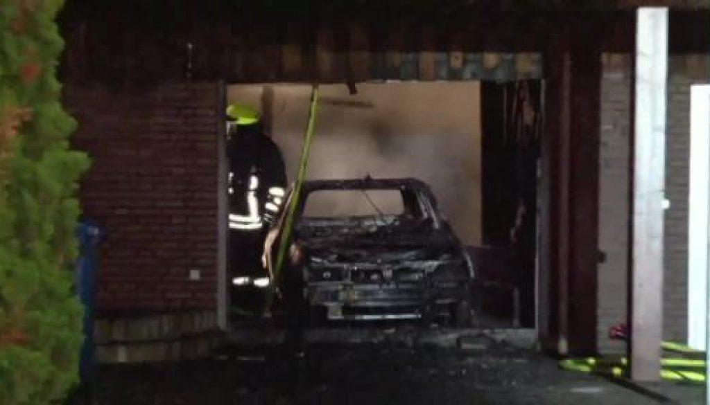 Garage gerät bei Flexarbeiten in Brand