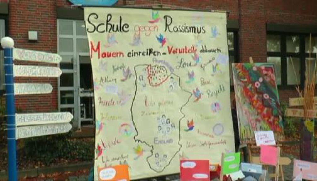 """""""Mauern einreißen, Vorurteile abbauen"""" - Michaelschule Papenburg setzt Zeichen gegen Rassimus"""