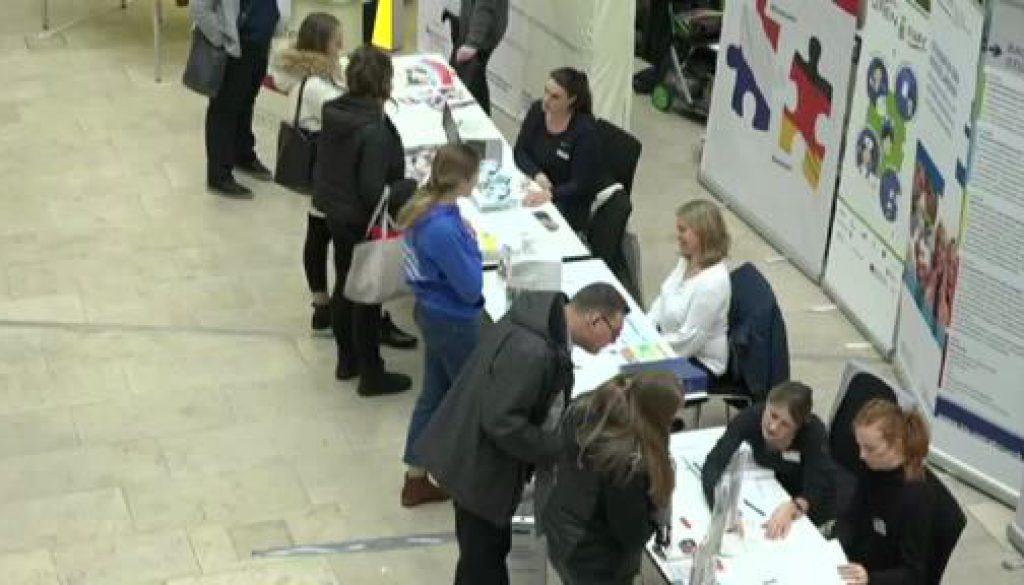Jugendliche informieren sich in Nordhorn über Studium in der Grenzregion