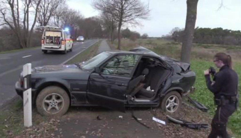 19-jähriger Fahrer verletzt sich lebensgefährlich