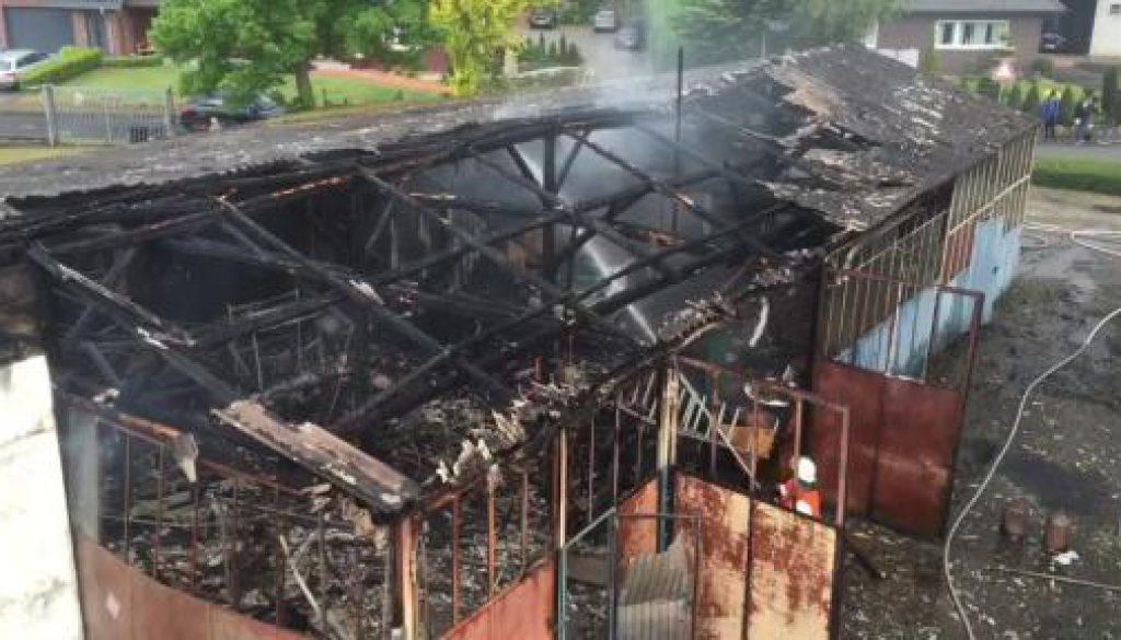 Feuer vernichtet Werkstatt in Werlte