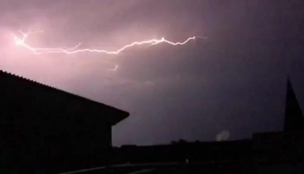 Screen_Blitzeinschlag in zwei Wohnhaeusern