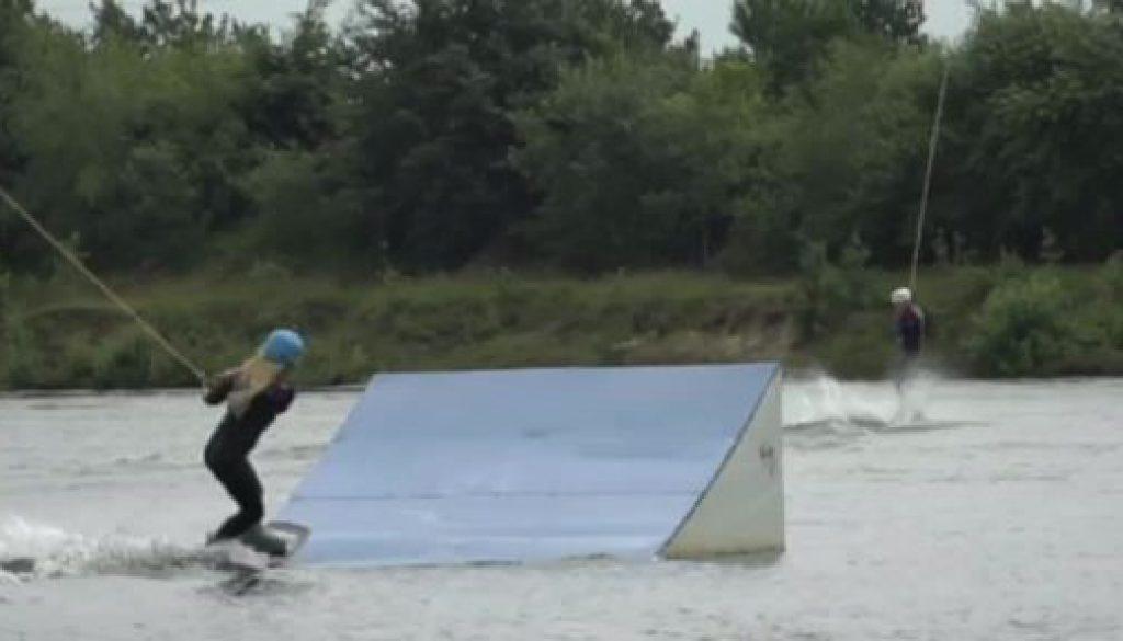 Wakeboarding: Marie Reuss jagt übers Wasser