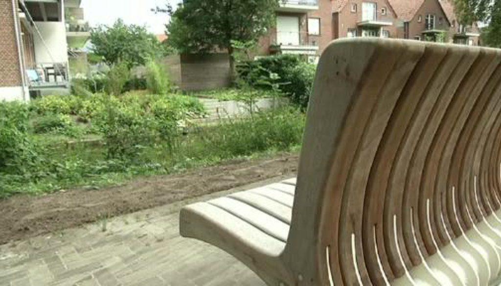 Sitzfläche wird zur Rückenlehne - Drehbare Bänke in Nordhorn
