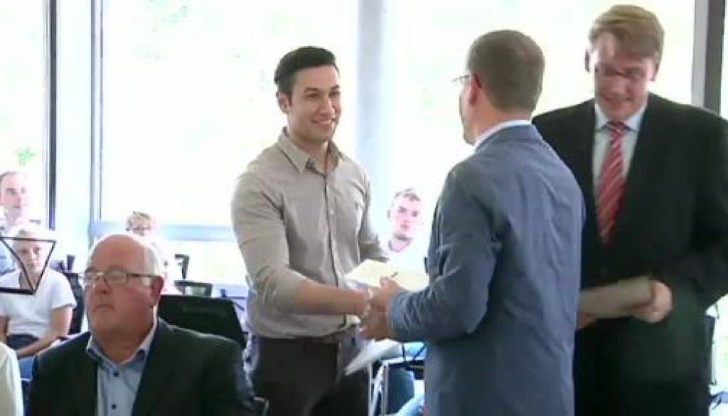 Landkreis Emsland verleiht Einbürgerungsurkunden