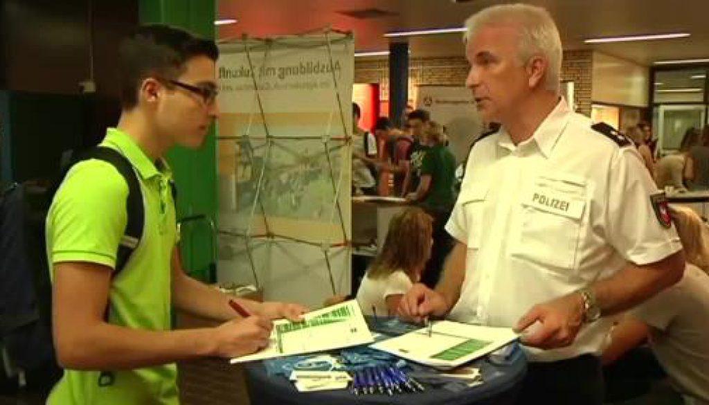 Ausbildung oder Studium?  Berufsinformationsbörsen Emsland eröffnet