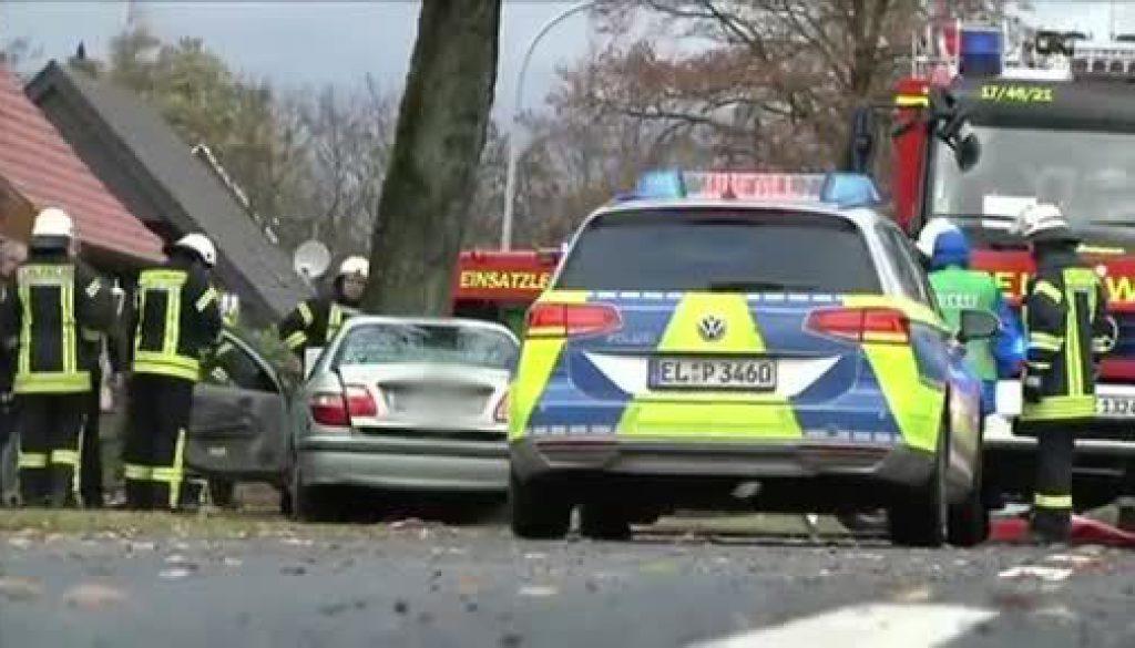 Autofahrer kommt bei Baumunfall ums Leben