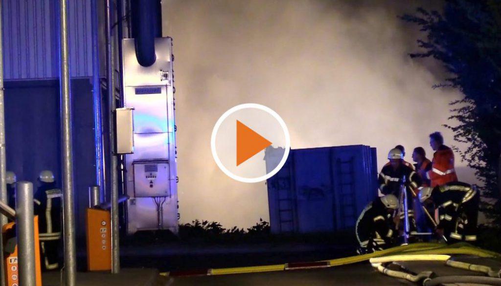 Screen_22 Tonnen papier geraten in Brand