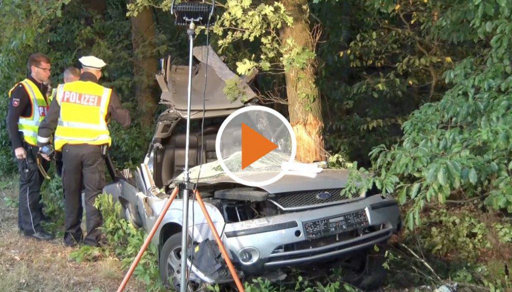 Screen_Auto gegen Baum B70