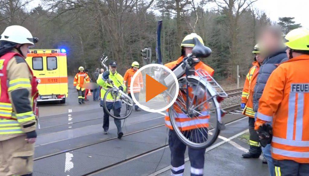 Screen_Radfahrer stoesst mit Zug zusamment