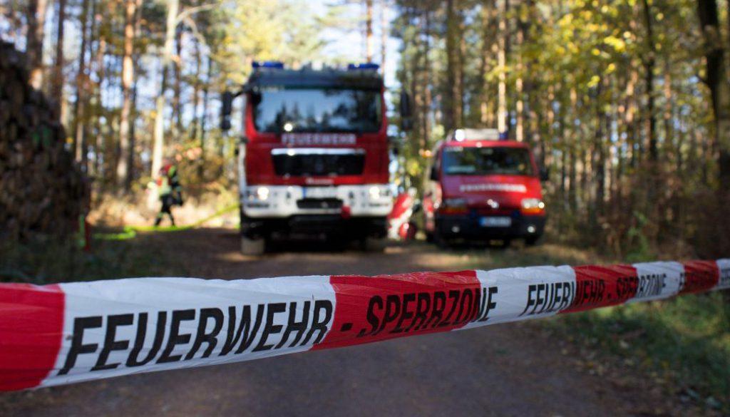 Symbolbild_Feuerwehr_Sperrung_Wald