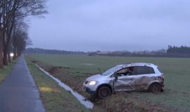 Screen_19 jaehrige Fahrerin uerberschlaegt sich mit PKW