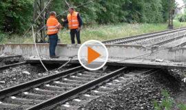 Screen_Brückenteil stürzt auf Bahnschienen