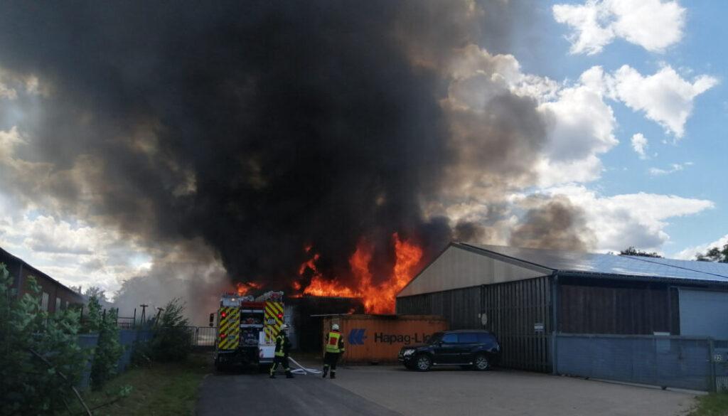 Screen_lagerhalle in dalum in vollbrand