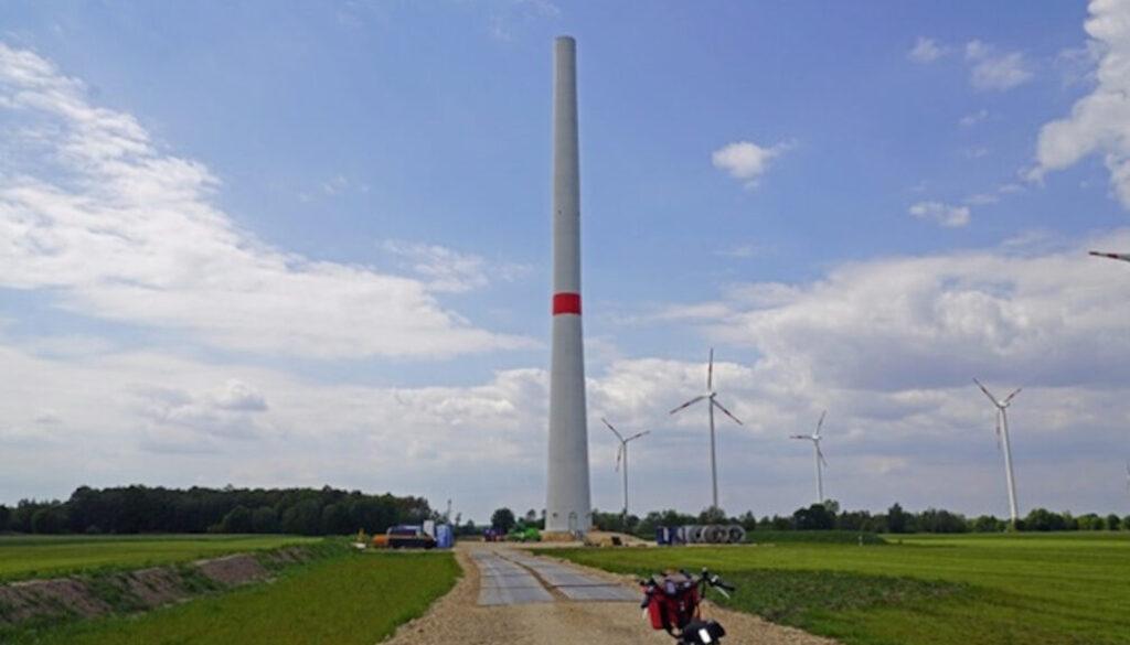 Screen_Errichtung einer Windkraftanlage im Windpark Holsten-Bexten