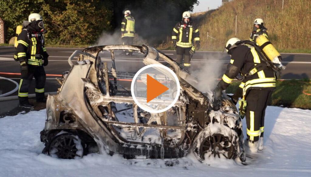 Screen_PKW geraet waehrend der Fahrt in Brand