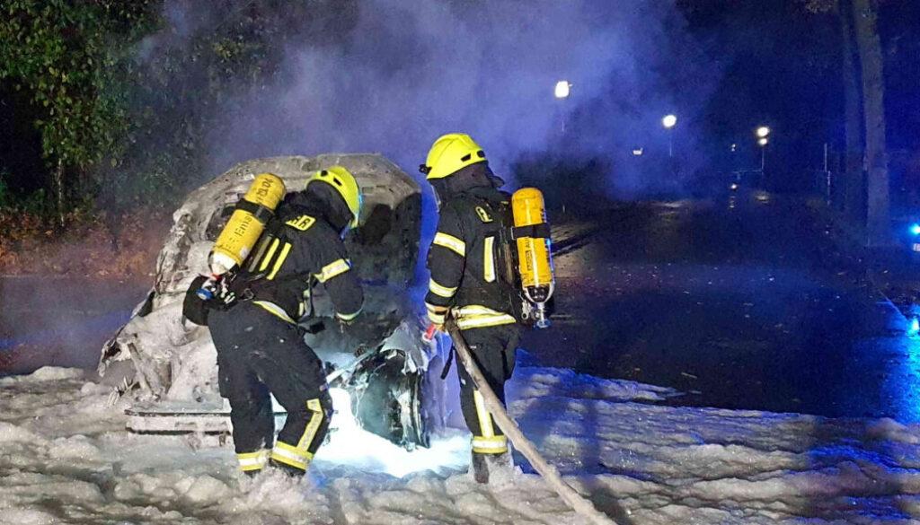 Screen_20 11 22 Feuerwehr Papenburg löscht brennenden PKW