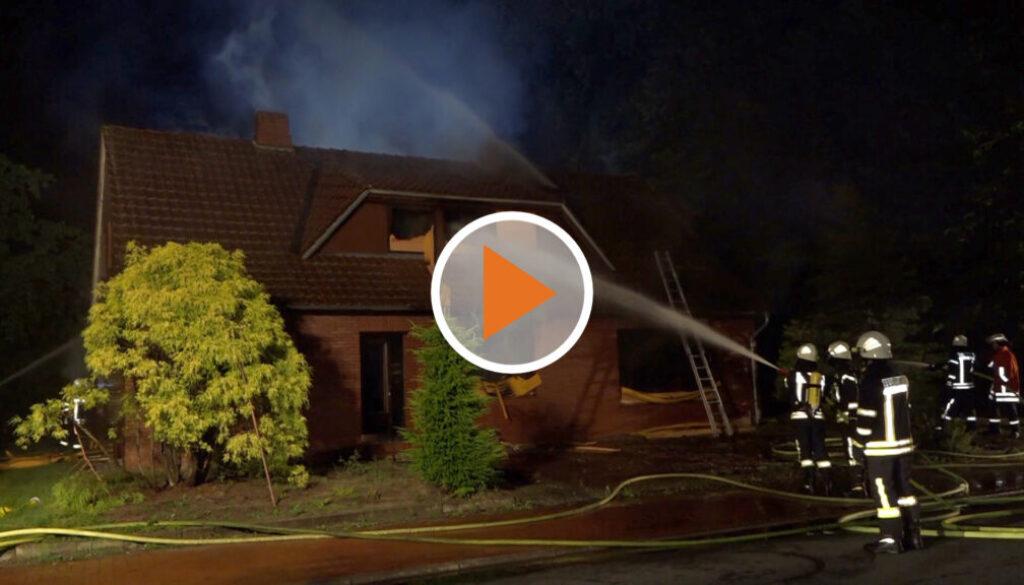 Screen_Einfamilienhaus brennt in der Nacht komplett aus