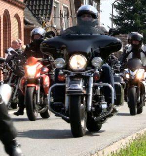 screen_Tausende Biker erfüllen Jungen einen Wunsch